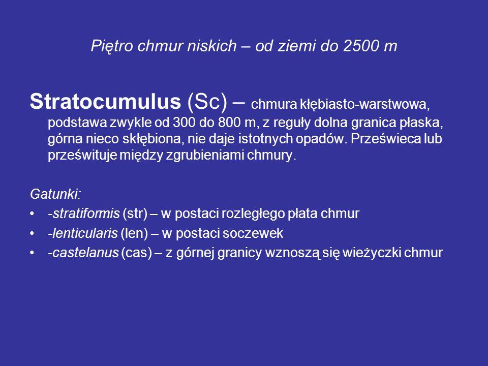 Piętro chmur niskich – od ziemi do 2500 m Stratocumulus (Sc) – chmura kłębiasto-warstwowa, podstawa zwykle od 300 do 800 m, z reguły dolna granica pła