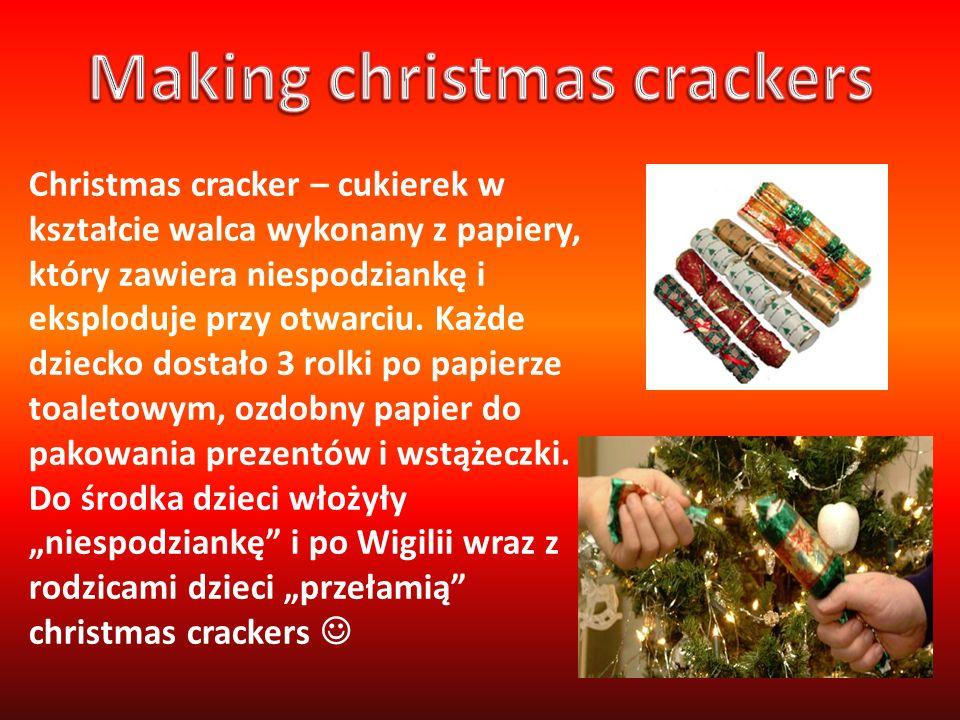 Christmas cracker – cukierek w kształcie walca wykonany z papiery, który zawiera niespodziankę i eksploduje przy otwarciu. Każde dziecko dostało 3 rol
