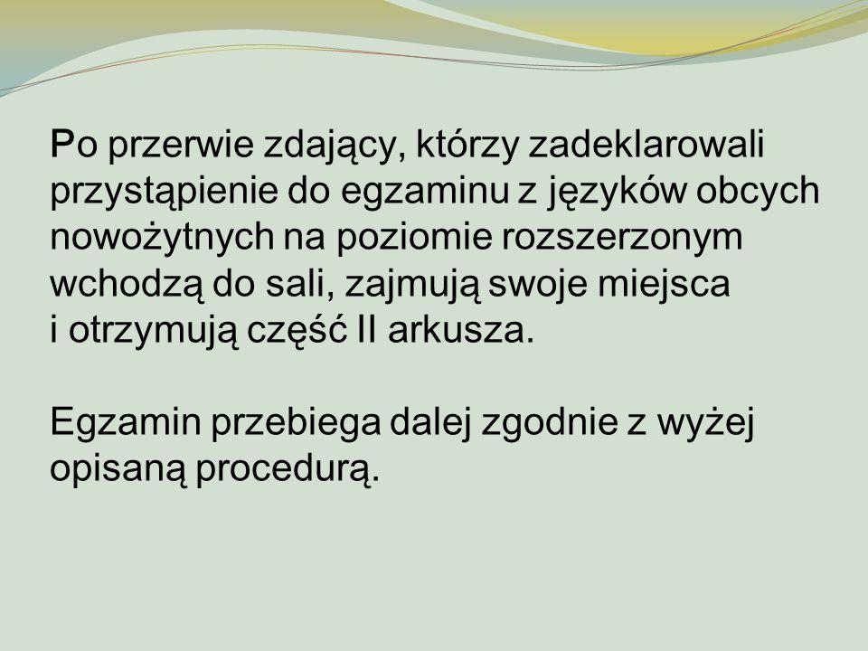 Po przerwie zdający, którzy zadeklarowali przystąpienie do egzaminu z języków obcych nowożytnych na poziomie rozszerzonym wchodzą do sali, zajmują swo