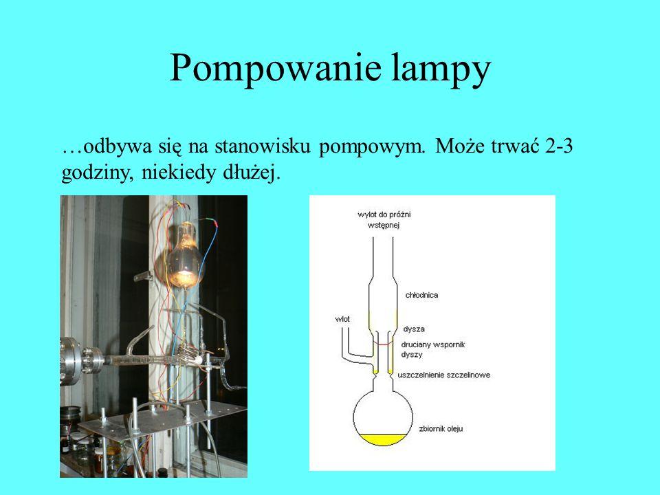 Pompowanie lampy …odbywa się na stanowisku pompowym. Może trwać 2-3 godziny, niekiedy dłużej.