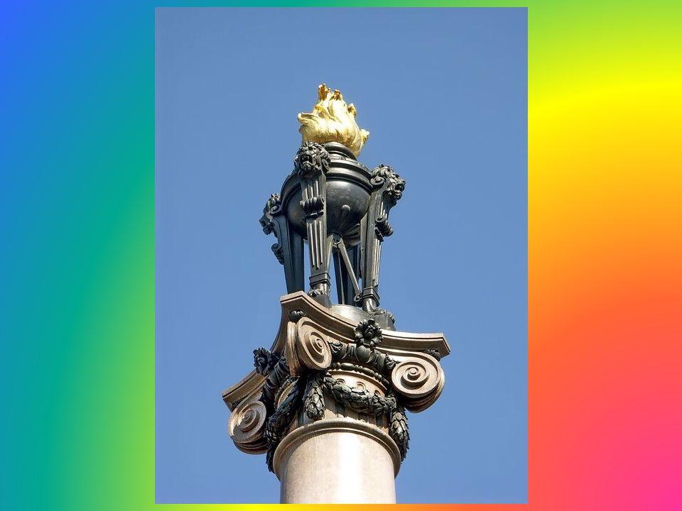 Jeden z najpiękniejszych pomników naszego wieszcza Mickiewicza jakimś cudem przetrwał historyczne zawieruchy i stoi do dziś. Za nim w tle widać wieżę