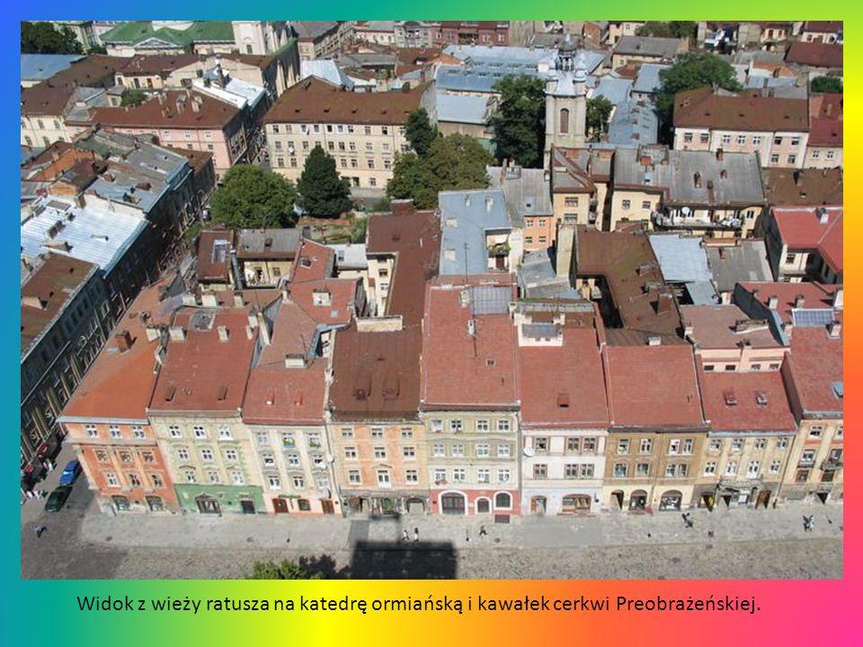 Widok z wieży ratusza na klasztor Dominikanów i cerkiew Wołoską.