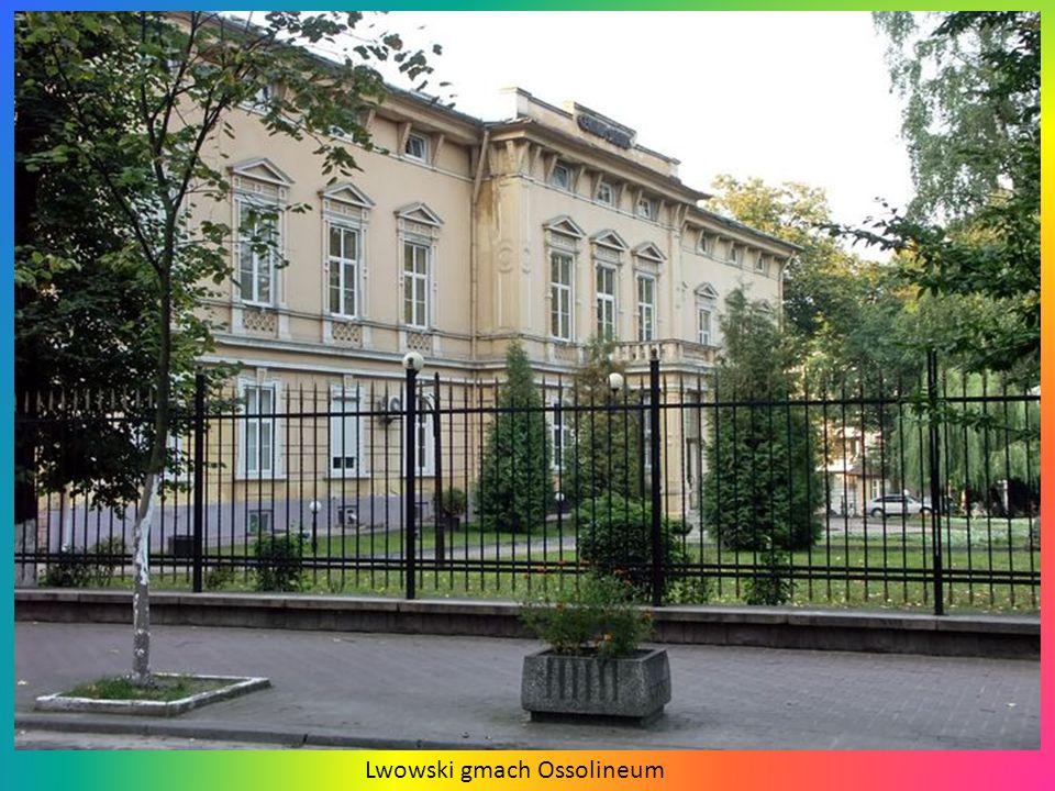 Na fasadzie dworca kolejowego, niegdyś najokazalszego na ziemiach polskich, znajdują się rzeźby symbolizujące handel i przemysł.