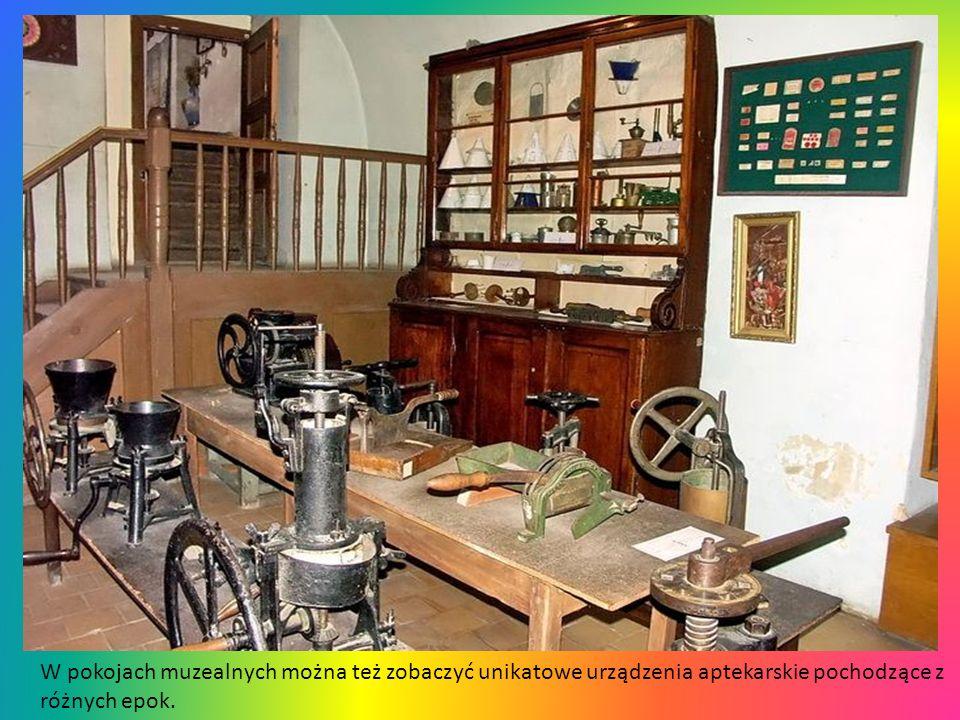 W aptece-muzeum, która od roku 1735 funkcjonuje również jako zwykła apteka, zebrano naczynia aptekarskie oraz maszynki do produkcji pigułek z różnych