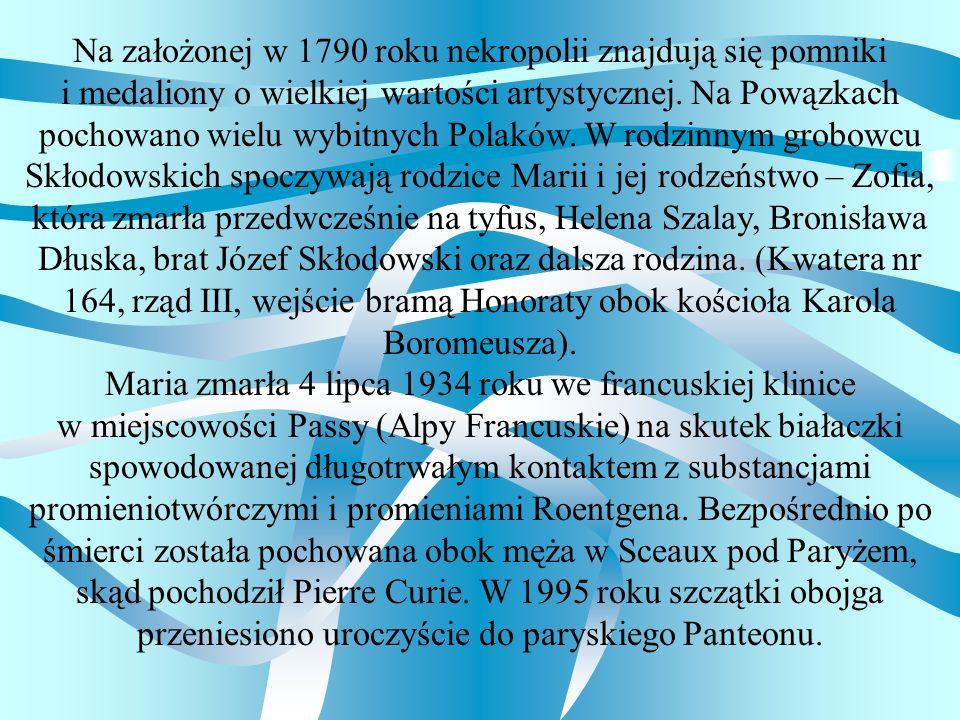 Na założonej w 1790 roku nekropolii znajdują się pomniki i medaliony o wielkiej wartości artystycznej. Na Powązkach pochowano wielu wybitnych Polaków.