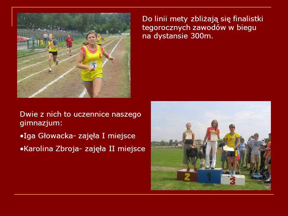 Na podium zwyciężczynie tegorocznej Złotej Szóstki w biegu na dystansie100m- Monika Żarska i Klaudia Szczukocka.