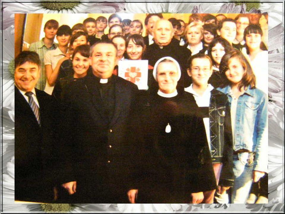 W okresie ADWENTU rozprowadzamy figurki dzieciątka, lampiony, opłatki, kartki oraz świece Caritas.