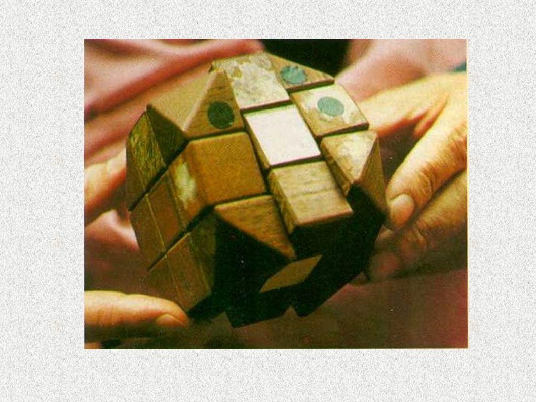 Historia kostki Rubika (2) 1978-1980 kostka stopniowo zyskuje popularność, najpierw na Węgrzech a później na świecie 13 listopada 1981 – pierwsze Mistrzostwa Stanów Zjednoczonych 5 czerwca 1982 – pierwsze Mistrzostwa Świata odbyły się w Budapeszcie
