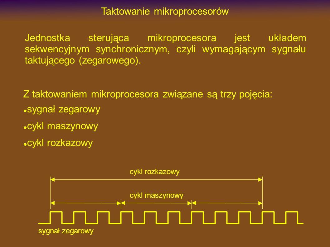 Taktowanie mikroprocesorów sygnał zegarowy – wyznacza rytm wykonywania najbardziej elementarnych operacji mikroprocesora (zatrzaśnięcie informacji w rejestrze, zmianę stanu sygnału RD, itp.) cykl maszynowy – jest wykonaniem pewnej niepodzielnej operacji związanej z przesłaniem informacji z/do pamięci czy układów we/wy; w normalnych warunkach trwa ustaloną liczbę (np.
