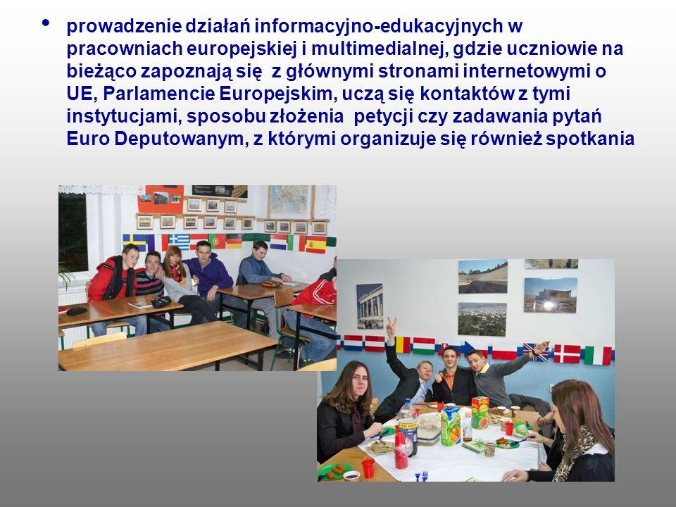 prowadzenie działań informacyjno-edukacyjnych w pracowniach europejskiej i multimedialnej, gdzie uczniowie na bieżąco zapoznają się z głównymi stronam
