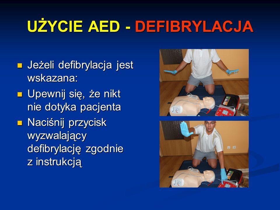 UŻYCIE AED - DEFIBRYLACJA Jeżeli defibrylacja jest wskazana: Jeżeli defibrylacja jest wskazana: Upewnij się, że nikt nie dotyka pacjenta Upewnij się,