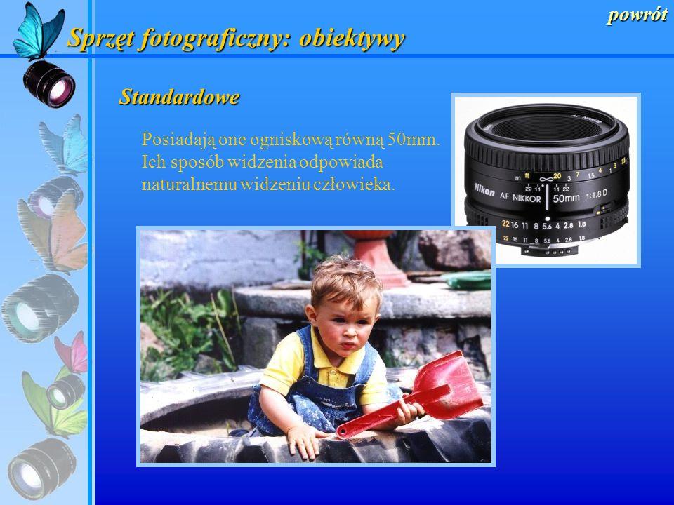 powrót Sprzęt fotograficzny: obiektywy Szerokokątne Posiadają one ogniskową od 18mm do 35mm. Idealne do fotografowania plenerów i ciasnych wnętrz.