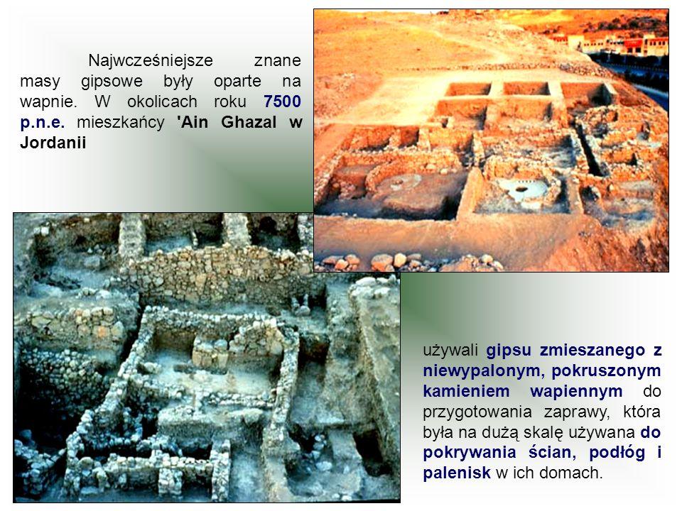 Najwcześniejsze znane masy gipsowe były oparte na wapnie. W okolicach roku 7500 p.n.e. mieszkańcy 'Ain Ghazal w Jordanii używali gipsu zmieszanego z n