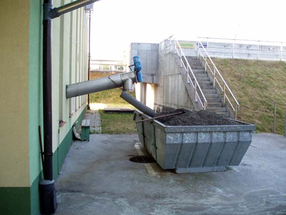 Stacja zlewcza jest urządzeniem służącym do przyjmowania przez oczyszczalnię ścieków dowożonych wozami asenizacyjnymi.