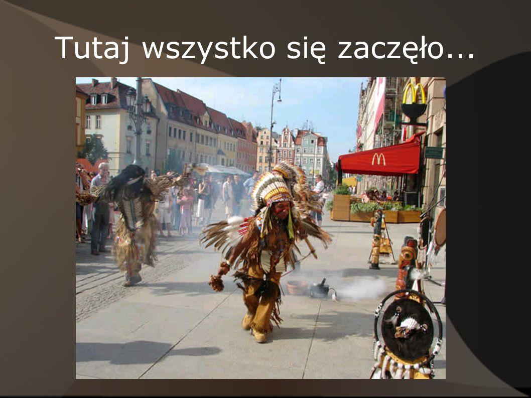 Pępowo Wieś w Polsce, położona w województwie wielkopolskim, w powiecie gostyńskim, w gminie Pępowo, położona nad rzeką Dąbrocznią, 16 km na południowy wschód od Gostynia.