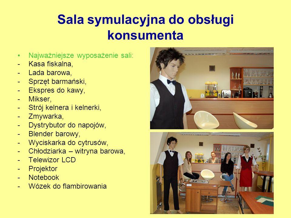 Sala symulacyjna do obsługi konsumenta Najważniejsze wyposażenie sali: -Kasa fiskalna, -Lada barowa, -Sprzęt barmański, -Ekspres do kawy, -Mikser, -St