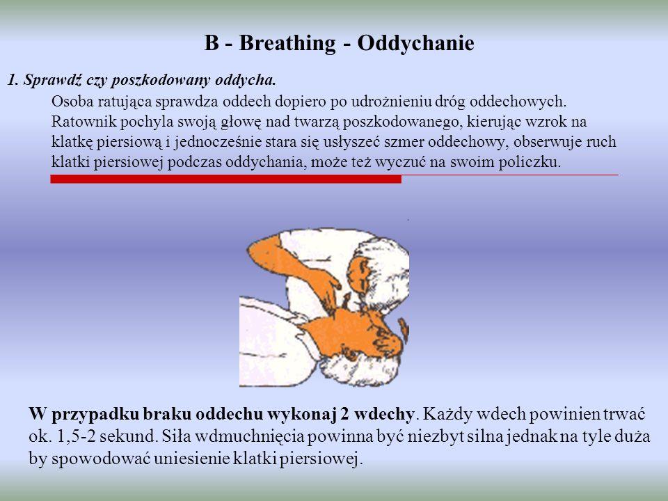 1. Sprawdź czy poszkodowany oddycha. Osoba ratująca sprawdza oddech dopiero po udrożnieniu dróg oddechowych. Ratownik pochyla swoją głowę nad twarzą p
