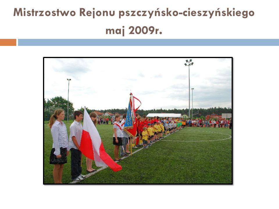 Największe sukcesy w piłce siatkowej dziewcząt naszej szkoły III miejsce w Mistrzostwach Śląska - Żory 2005 I i II miejsca w zawodach rejonowych w latach 2002 - 2009 II miejsce Półfinał Wojewódzki SZS - Mysłowice 2009 Mistrz Giminy i Powiatu Pszczyńskiego od roku 2002 NASZ OBIEKT SPORTOWY Sala gimnastyczna na której mamy 4 boiska do mini siatkówki oraz pełno wymiarowe do gry w piłkę siatkową spełniające wymogi PZPS.
