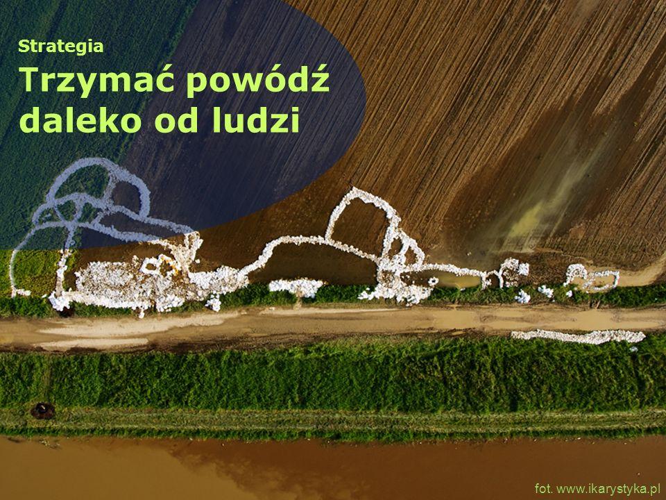 zalety zaopatrzenie w wodę rolnictwa, przemysłu, mieszkańców ochrona przed powodzią wykorzystanie do rekreacji negatywny wpływ na środowisko niewielki efekt ochrony przed powodzią w stosunku do kosztu konieczność przesiedleń możliwość katastrofy Zbiornik Solina, Polska (fot..