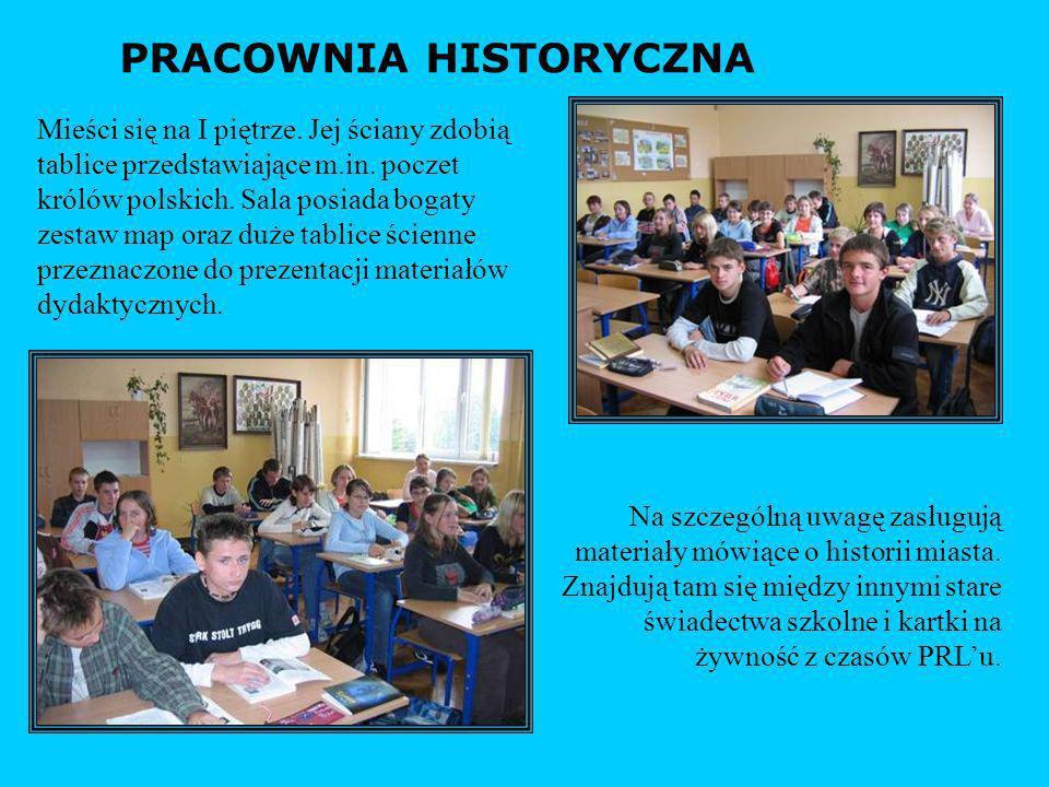 PRACOWNIA HISTORYCZNA Mieści się na I piętrze. Jej ściany zdobią tablice przedstawiające m.in. poczet królów polskich. Sala posiada bogaty zestaw map