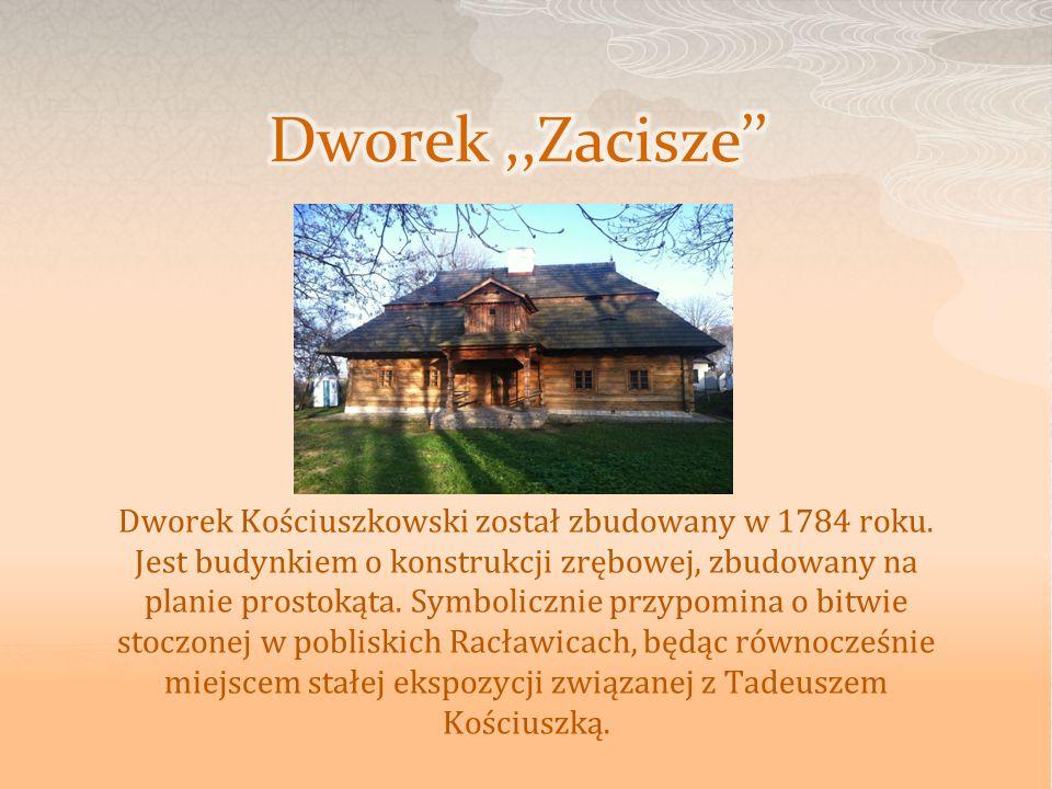 Dworek Kościuszkowski został zbudowany w 1784 roku. Jest budynkiem o konstrukcji zrębowej, zbudowany na planie prostokąta. Symbolicznie przypomina o b