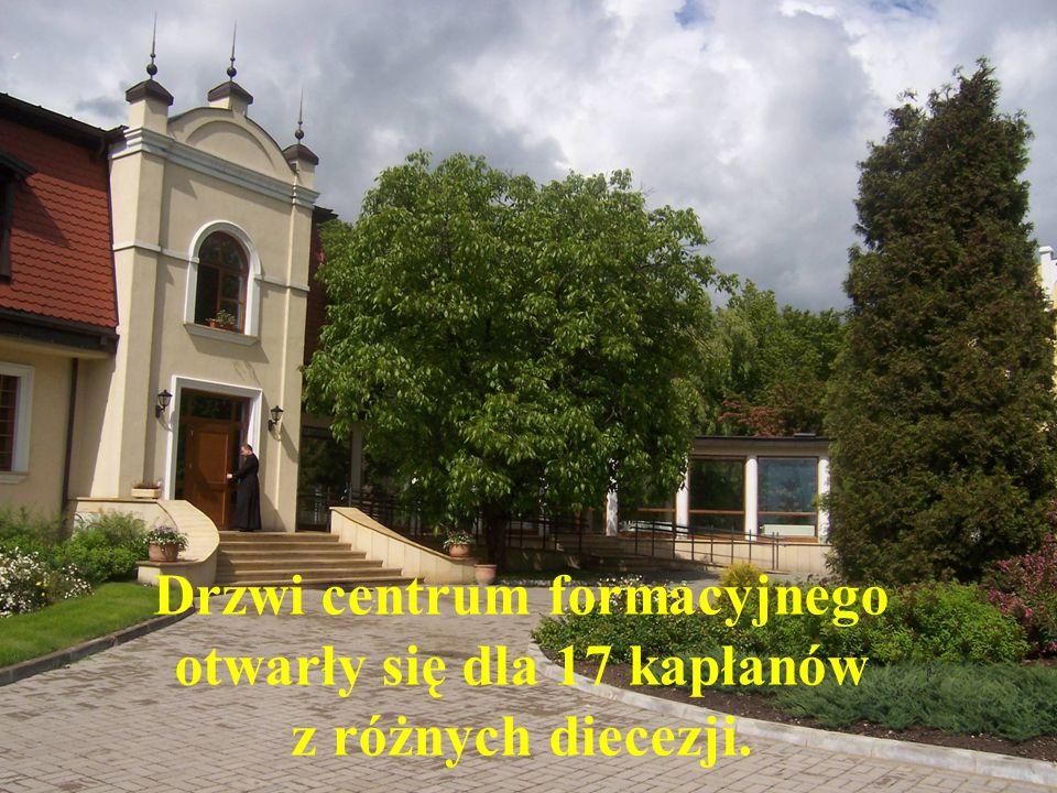 Drzwi centrum formacyjnego otwarły się dla 17 kapłanów z różnych diecezji.