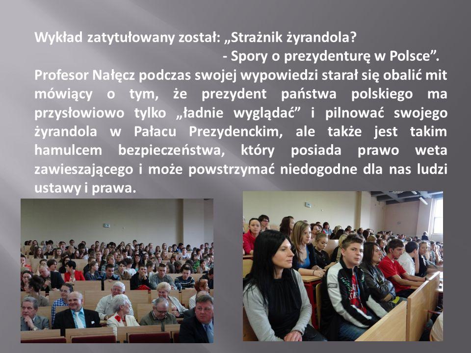 Wykład zatytułowany został: Strażnik żyrandola? - Spory o prezydenturę w Polsce. Profesor Nałęcz podczas swojej wypowiedzi starał się obalić mit mówią