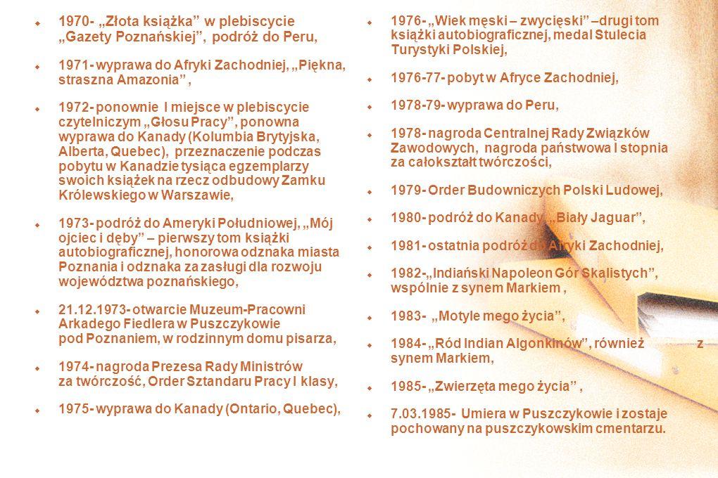 1970- Złota książka w plebiscycie Gazety Poznańskiej, podróż do Peru, 1971- wyprawa do Afryki Zachodniej, Piękna, straszna Amazonia, 1972- ponownie I miejsce w plebiscycie czytelniczym Głosu Pracy, ponowna wyprawa do Kanady (Kolumbia Brytyjska, Alberta, Quebec), przeznaczenie podczas pobytu w Kanadzie tysiąca egzemplarzy swoich książek na rzecz odbudowy Zamku Królewskiego w Warszawie, 1973- podróż do Ameryki Południowej, Mój ojciec i dęby – pierwszy tom książki autobiograficznej, honorowa odznaka miasta Poznania i odznaka za zasługi dla rozwoju województwa poznańskiego, 21.12.1973- otwarcie Muzeum-Pracowni Arkadego Fiedlera w Puszczykowie pod Poznaniem, w rodzinnym domu pisarza, 1974- nagroda Prezesa Rady Ministrów za twórczość, Order Sztandaru Pracy I klasy, 1975- wyprawa do Kanady (Ontario, Quebec), 1976- Wiek męski – zwycięski –drugi tom książki autobiograficznej, medal Stulecia Turystyki Polskiej, 1976-77- pobyt w Afryce Zachodniej, 1978-79- wyprawa do Peru, 1978- nagroda Centralnej Rady Związków Zawodowych, nagroda państwowa I stopnia za całokształt twórczości, 1979- Order Budowniczych Polski Ludowej, 1980- podróż do Kanady, Biały Jaguar, 1981- ostatnia podróż do Afryki Zachodniej, 1982-Indiański Napoleon Gór Skalistych, wspólnie z synem Markiem, 1983- Motyle mego życia, 1984- Ród Indian Algonkinów, również z synem Markiem, 1985- Zwierzęta mego życia, 7.03.1985- Umiera w Puszczykowie i zostaje pochowany na puszczykowskim cmentarzu.