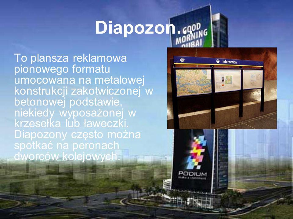 Diapozon… To plansza reklamowa pionowego formatu umocowana na metalowej konstrukcji zakotwiczonej w betonowej podstawie, niekiedy wyposażonej w krzese
