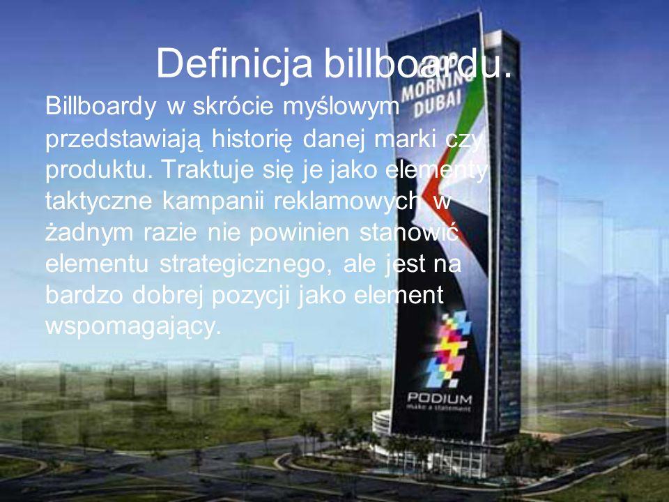 Definicja billboardu. Billboardy w skrócie myślowym przedstawiają historię danej marki czy produktu. Traktuje się je jako elementy taktyczne kampanii
