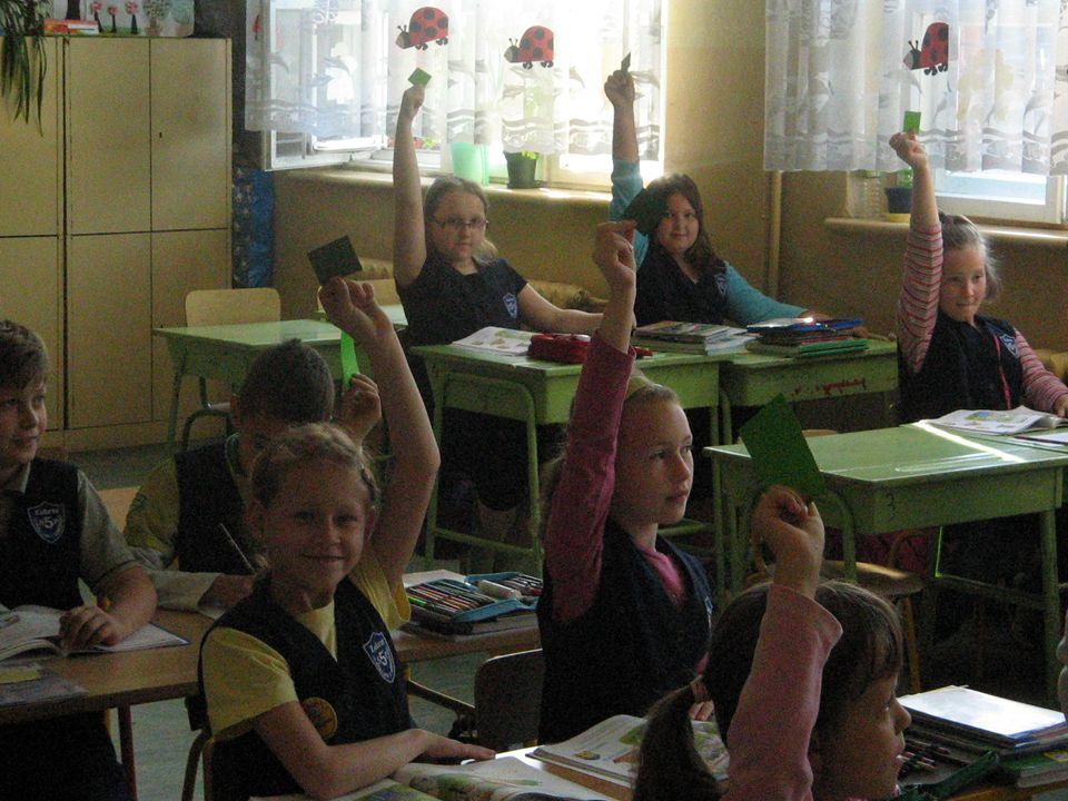 Z OK łatwiej Wyniki osiągane przez uczniów ze sprawdzianu po VI klasie w naszej szkole są zbliżone do średnich wyników w powiecie i nieco niższe jak średnia województwa.