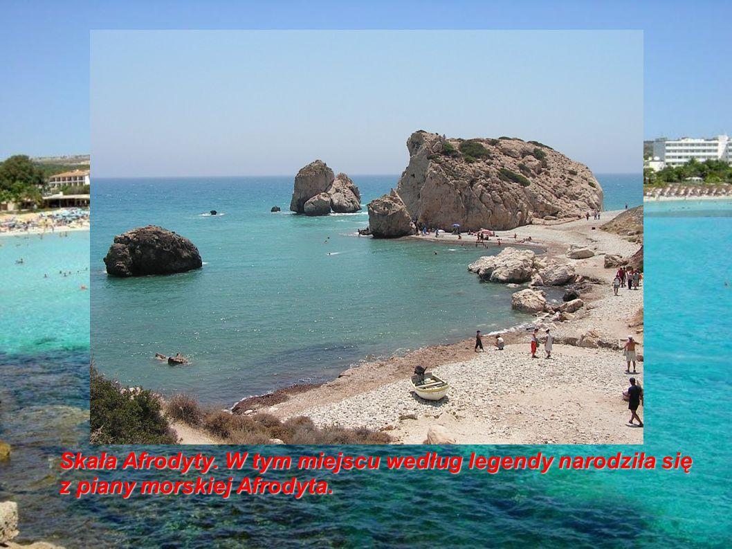 Skała Afrodyty. W tym miejscu według legendy narodziła się z piany morskiej Afrodyta.