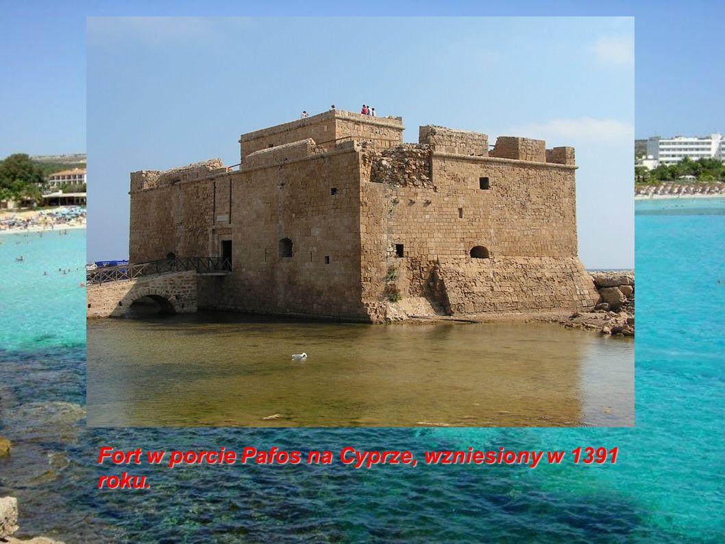 Fort w porcie Pafos na Cyprze, wzniesiony w 1391 roku.