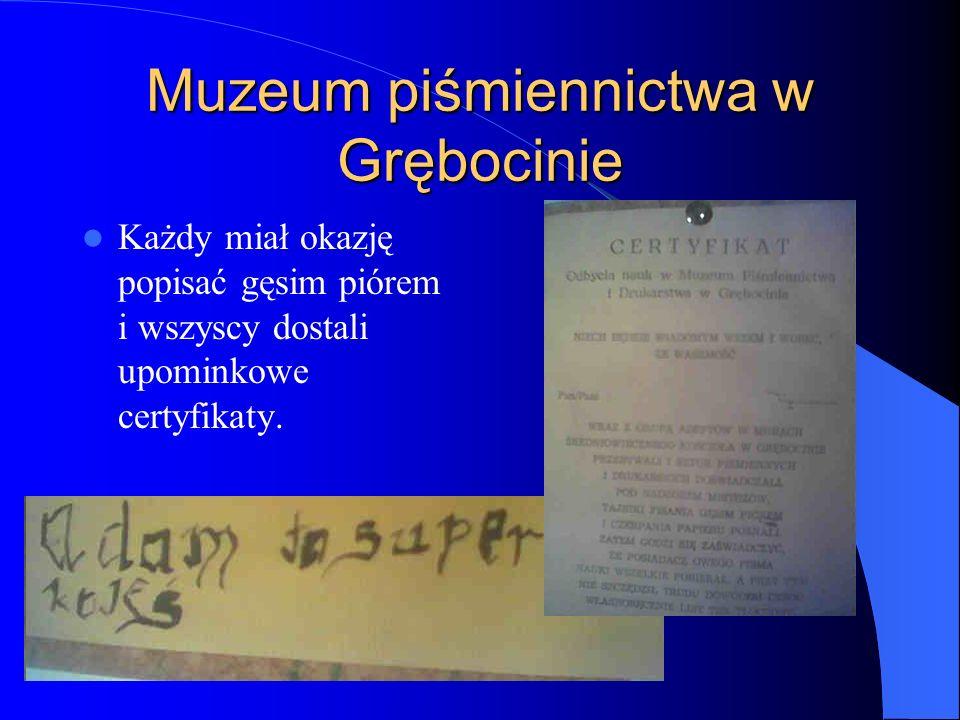 Muzeum piśmiennictwa w Grębocinie Każdy miał okazję popisać gęsim piórem i wszyscy dostali upominkowe certyfikaty.