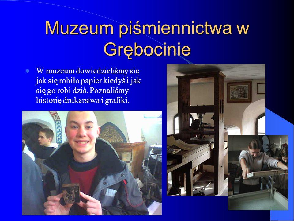 Muzeum piśmiennictwa w Grębocinie W muzeum dowiedzieliśmy się jak się robiło papier kiedyś i jak się go robi dziś.