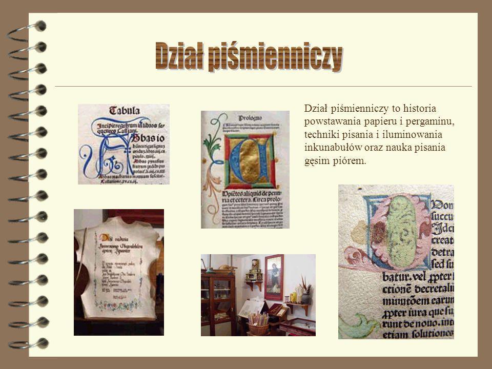 Dział piśmienniczy to historia powstawania papieru i pergaminu, techniki pisania i iluminowania inkunabułów oraz nauka pisania gęsim piórem.