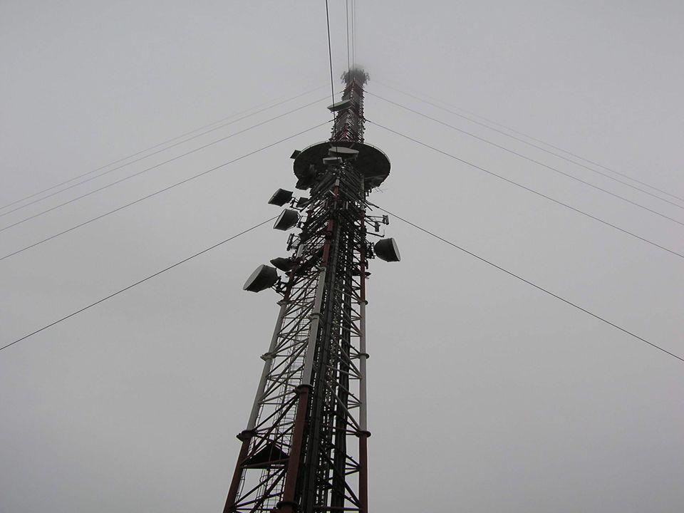 Pierwsze polskie przepisy chroniące pracowników przed polami elektromagnetycznymi pochodzą z 1961 roku Pierwsze polskie przepisy chroniące pracowników przed polami elektromagnetycznymi pochodzą z 1961 roku Pierwsze polskie przepisy ochrony środowiska dotyczące pól elektromagnetycznych pochodzą z 1980 roku Pierwsze polskie przepisy ochrony środowiska dotyczące pól elektromagnetycznych pochodzą z 1980 roku Ustawa z dnia 27 kwietnia 2001 r.