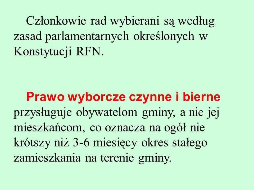 Członkowie rad wybierani są według zasad parlamentarnych określonych w Konstytucji RFN. Prawo wyborcze czynne i bierne przysługuje obywatelom gminy, a