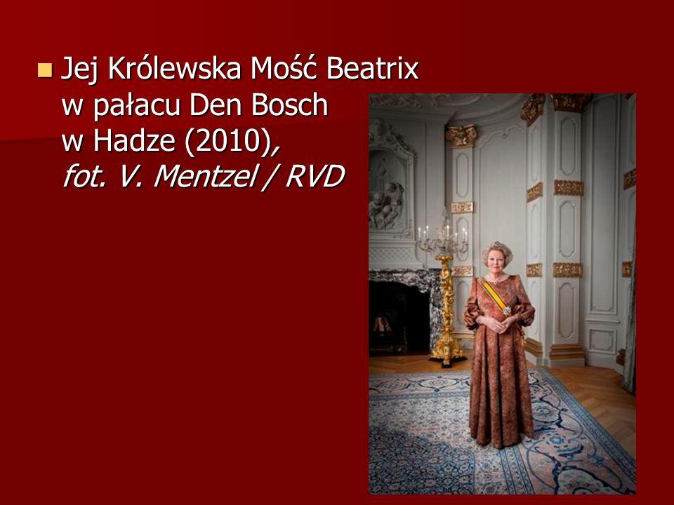Jej Królewska Mość Beatrix w pałacu Den Bosch w Hadze (2010), fot. V. Mentzel / RVD Jej Królewska Mość Beatrix w pałacu Den Bosch w Hadze (2010), fot.