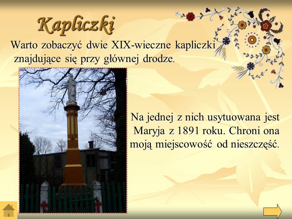 Kapliczki Warto zobaczyć dwie XIX-wieczne kapliczki znajdujące się przy głównej drodze.