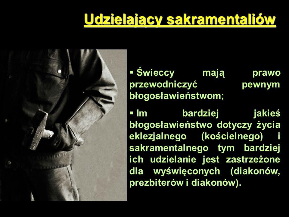 Formy sakramentaliów Wśród sakramentaliów znajdują się błogosławieństwa: a)Osób; b)Posiłków; c)Przedmiotów; d)Miejsc.