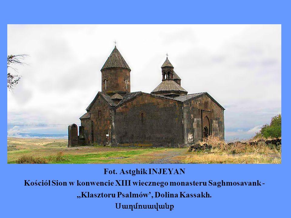 Fot. Astghik INJEYAN Kościół Sion w konwencie XIII wiecznego monasteru Saghmosavank - Klasztoru Psalmów, Dolina Kassakh. Սաղմոսավանք