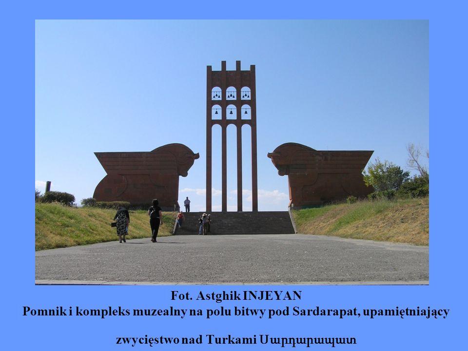 Fot. Astghik INJEYAN Pomnik i kompleks muzealny na polu bitwy pod Sardarapat, upamiętniający zwycięstwo nad Turkami Սարդարապատ