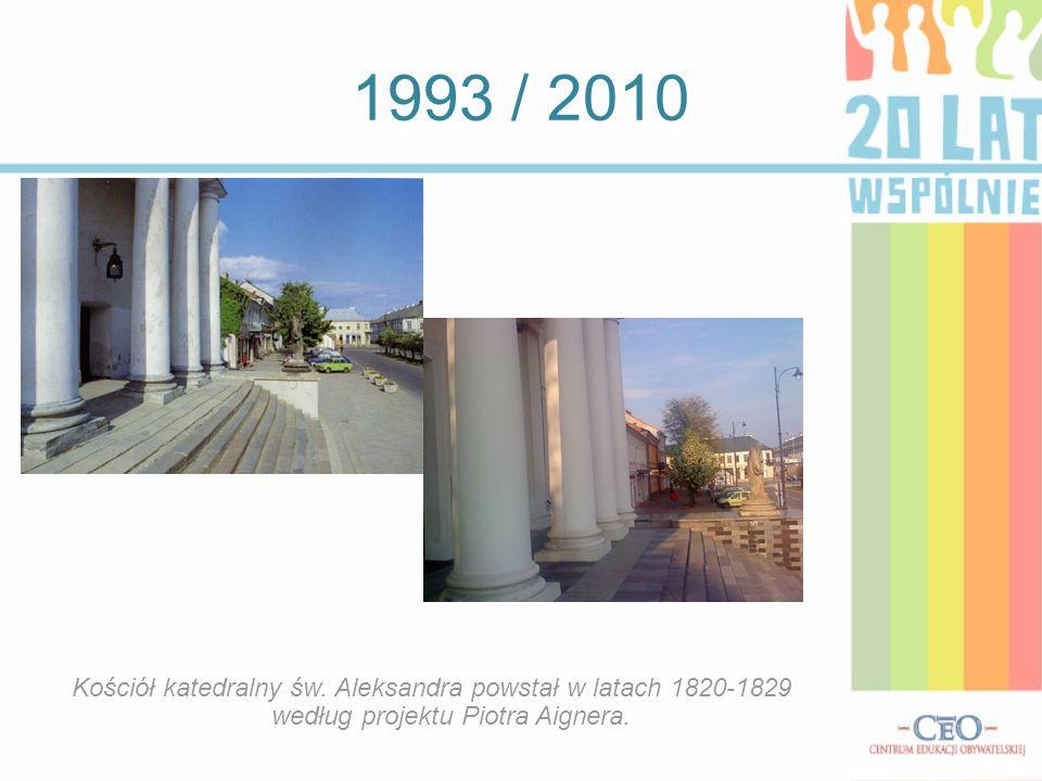 1993 / 2010 Pomnik Matki Boskiej Błogosławiącej naprzeciw Kościoła św.