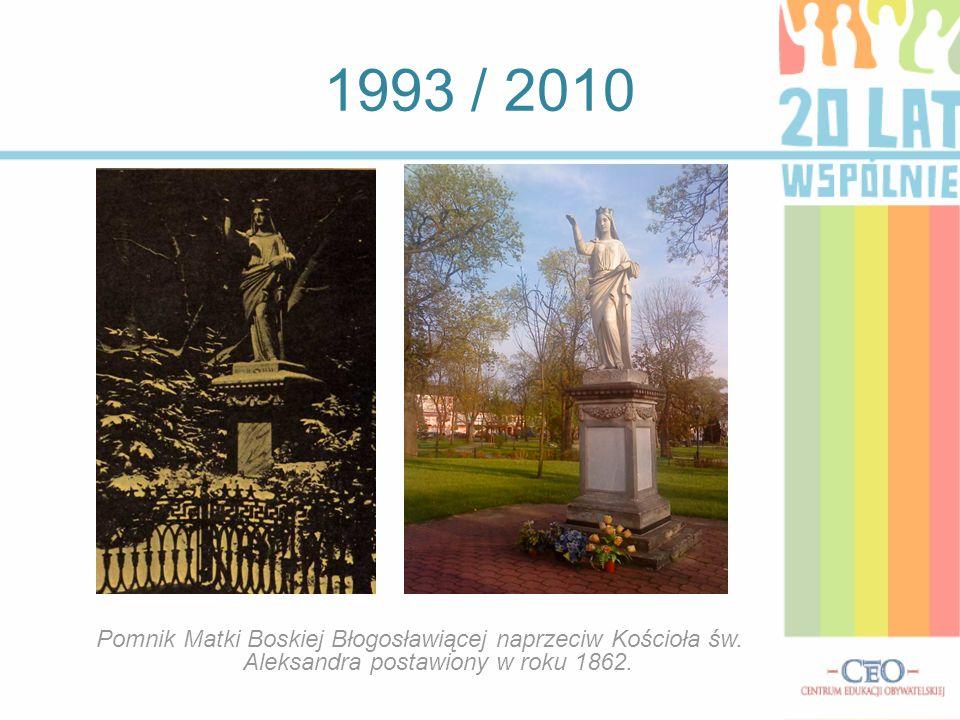 1993 / 2010 Pomnik Matki Boskiej Błogosławiącej naprzeciw Kościoła św. Aleksandra postawiony w roku 1862.