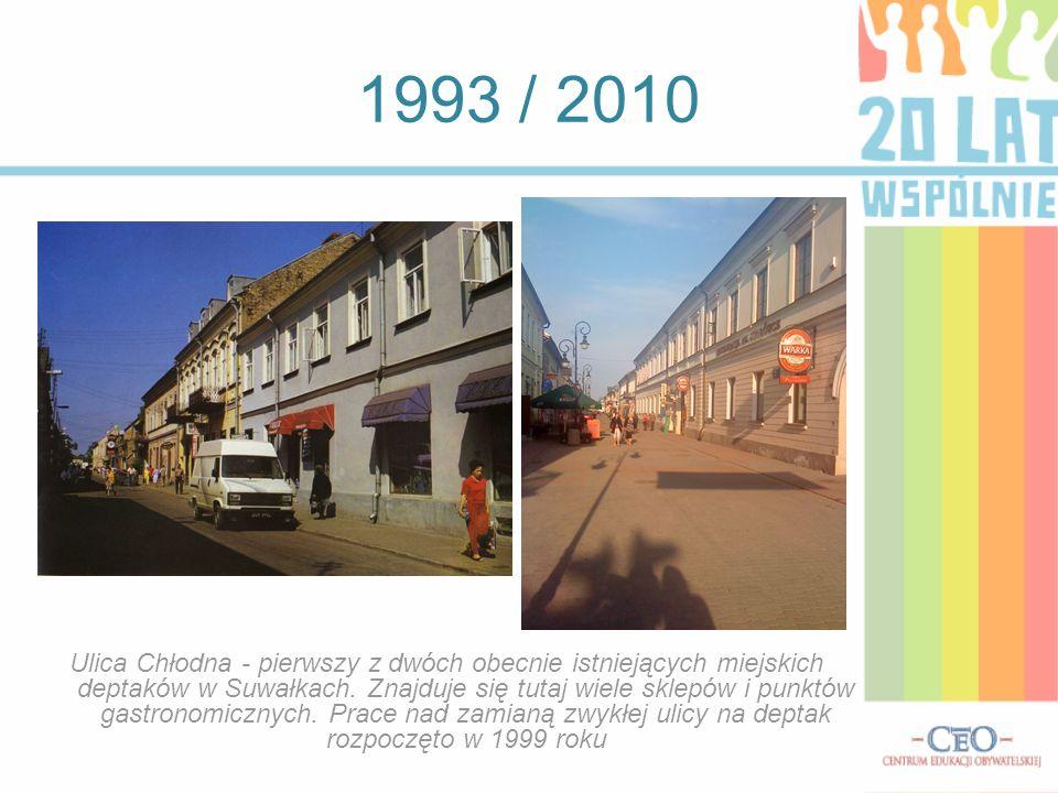 1993 / 2010 Ulica Chłodna - pierwszy z dwóch obecnie istniejących miejskich deptaków w Suwałkach. Znajduje się tutaj wiele sklepów i punktów gastronom