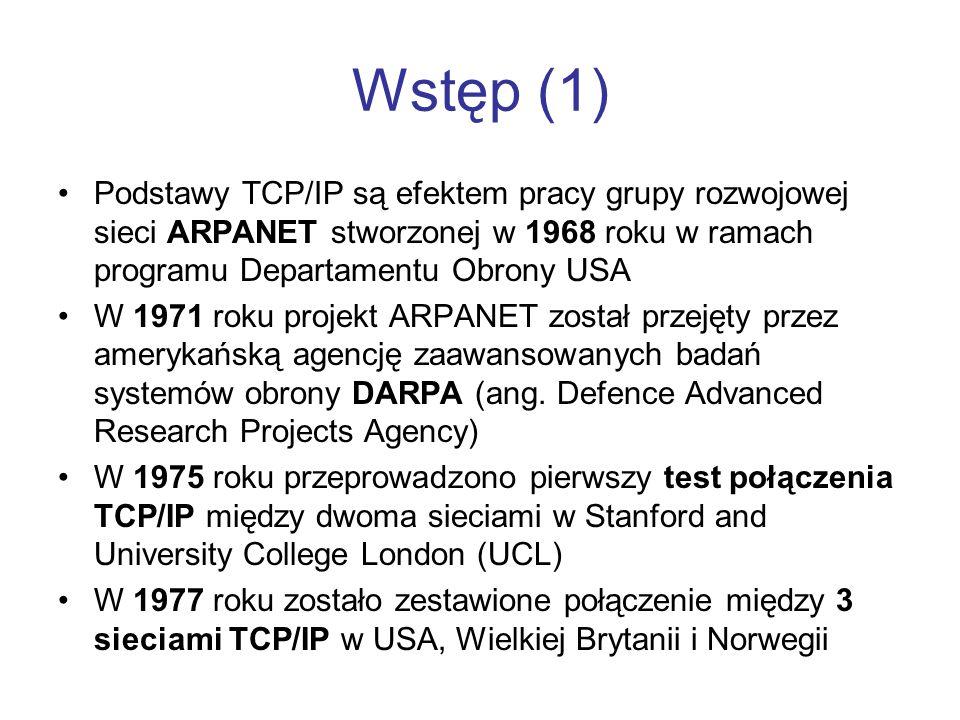 Wstęp (1) Podstawy TCP/IP są efektem pracy grupy rozwojowej sieci ARPANET stworzonej w 1968 roku w ramach programu Departamentu Obrony USA W 1971 roku