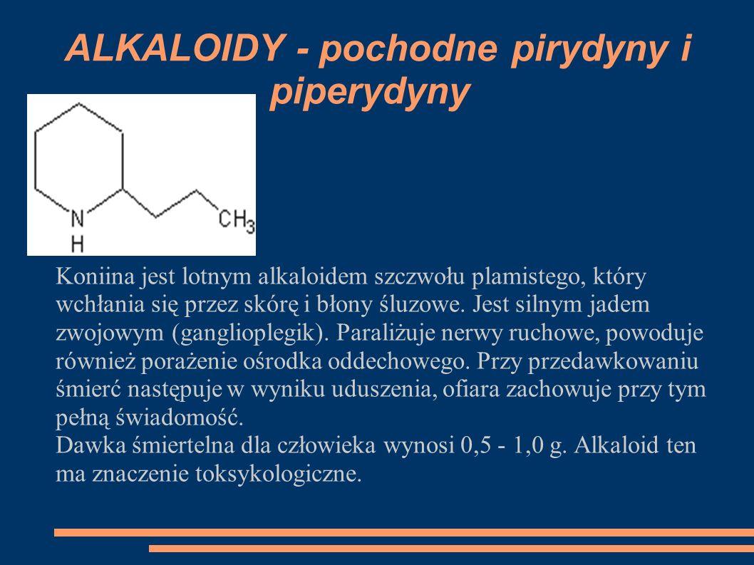 Koniina jest lotnym alkaloidem szczwołu plamistego, który wchłania się przez skórę i błony śluzowe. Jest silnym jadem zwojowym (ganglioplegik). Parali