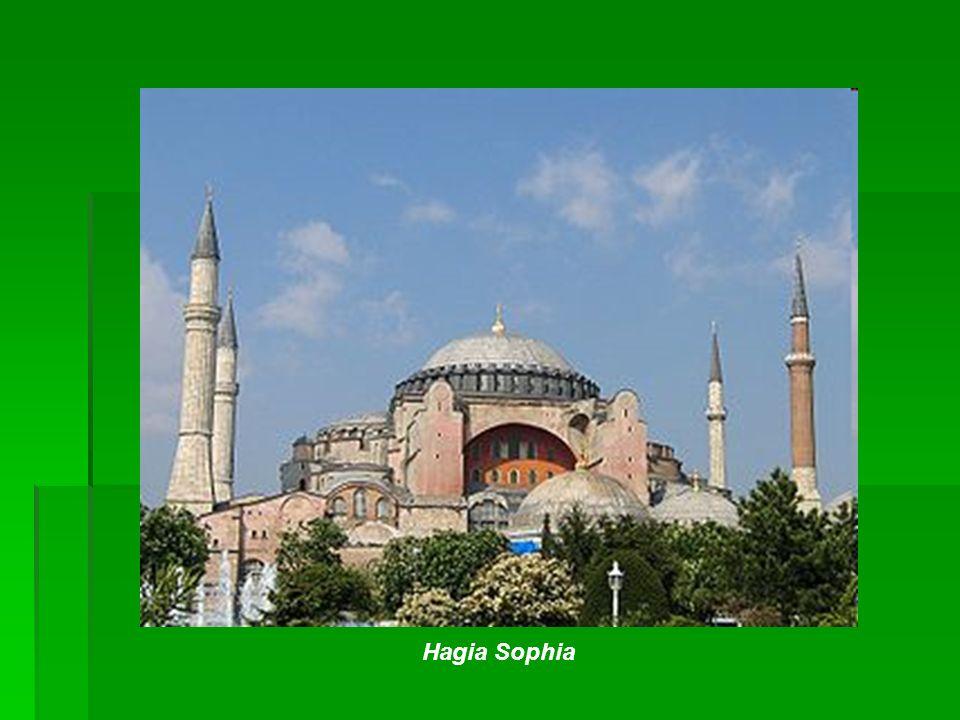 Minarety Minaret – wieża ustawiona przy meczetach z której muezzin, pięć razy dziennie, zwołuje wiernych na modlitwę.