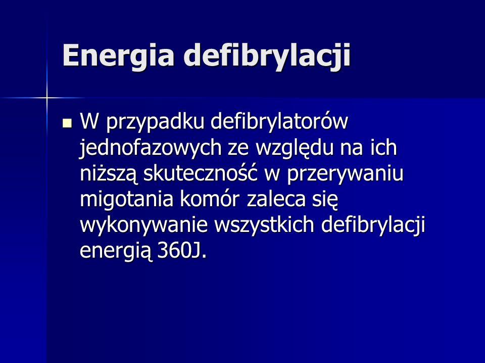 Energia defibrylacji W przypadku defibrylatorów jednofazowych ze względu na ich niższą skuteczność w przerywaniu migotania komór zaleca się wykonywanie wszystkich defibrylacji energią 360J.